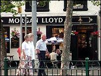 Morgan Lloyd pub, Caernarfon
