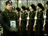 Russian sailors honour the dead