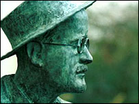 Statue of Irish writer James Joyce