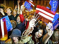 Latvians celebrate result of EU referendum, 2003