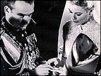 Prince Rainier III marries Grace Kelly, 1956