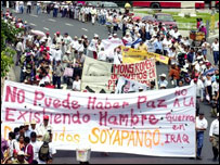Protest in San Salvador against the deployment of the country's troops in Iraq