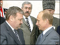 Akhmad Kadyrov (left) and Russian President Vladimir Putin (right)