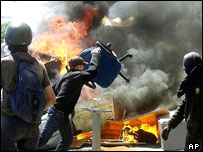 Anti-G8 protests turn violent in Genoa, 2001