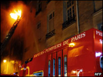 Firemen fight Paris blaze