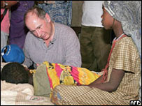 IMF head Rodrigo Rato at refugee camp on Chad/Sudan border