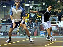 Pakistani squash player Shahid Zaman (r) returns the ball to Dutchman Laurens Anjema