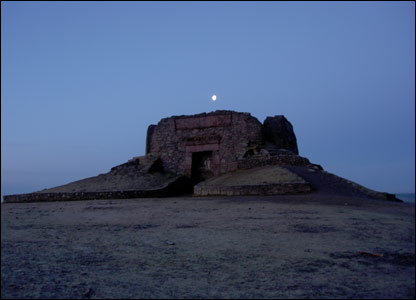 Jubilee Tower on Moel Famau before dawn (Wyn Humphries)