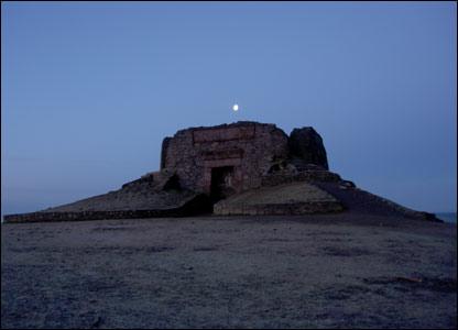 Jubilee Tower on Moel Famau before dawn (Wyn Humphries)