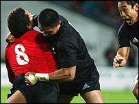 Jerry Collins tackles Colin Charvis