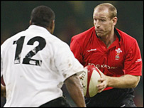 Gareth Thomas takes on the Fiji defence in 2002