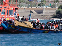 Boat carrying African immigrants tied to rescue ship in Tenerife, September 2006