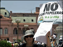 Protesters in Plaza de Mayo, Buenos Aires, December 2006