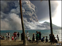 Evacuated Matapit islanders watch Tavurvur volcano erupt, 2006
