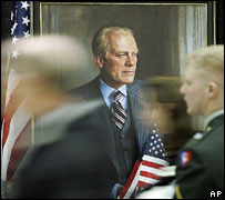 Mourners pass portrait of Gerald Ford, Gerald Ford Museum, Michigan, 2007
