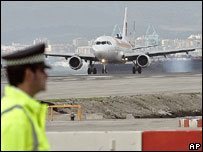 Spanish Iberia jet lands at Gibraltar airport, 16 December 2006