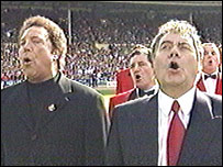 Tom Jones and Max Boyce sing at Wembley before Wales v England in 1999