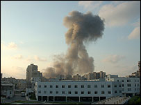 Israeli bombing in Tyre, July 2006 (photo by Martin Asser)
