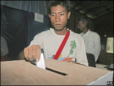 Man voting in Burma's referendum