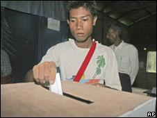 Man voting in Burma's referendum