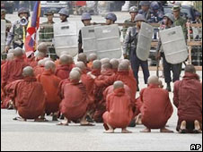 Monks demonstrating in Burma (Sept 2007)