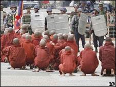 Monks demonstrating in Burma (Sept 2007)