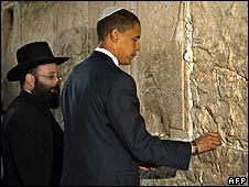 Barack Obama places a note in the Wailing Wall on 24 July