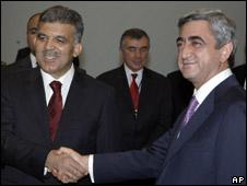 Turkish President Abdullah Gul alongside Armenian President Serge Sarkisian