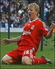Dirk Kuyt celebrates his late winner for Liverpool in their 3-2 win at Man City