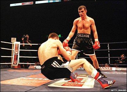 Calzaghe drops Richie Woodhall