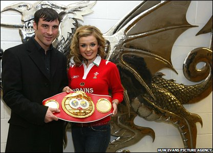 Joe Calzaghe shows off his super-middleweight title belt to Welsh classical signer Katherine Jenkins