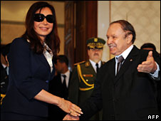 Abdelaziz Bouteflika welcomes Argentinean counterpart Cristina Fernandez de Kirchner to Algiers, November 2008