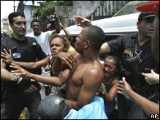 Favela drugbust (AP)