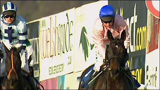 Replay - Notre Pere storms to Welsh National win