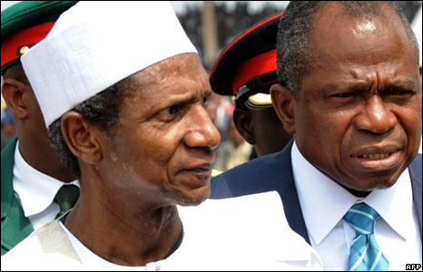 Nigeria's President Umaru Musa Yar'Adua (left) and Foreign Minister Ojo Maduekwe (right) arrive for the inauguration