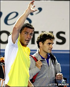 Marat Safin waves to the crowd after his defeat by Roger Federer