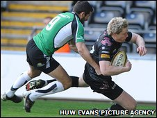 Jonathan Spratt crosses for the first try of the match