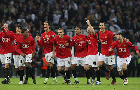 Ryan Giggs (far right) celebrates with his team-mates