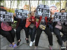 Elderly women in Macau protesting security legislation Dec 08