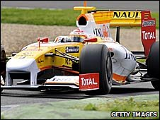 Fernando Alonso in his Renault in pre-season testing at Jerez