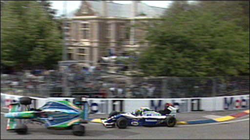 Michael Schumacher and Damon Hill collide