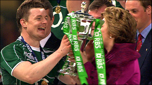 Brian O&amp;apos;Driscoll lifts the Six Nations trophy