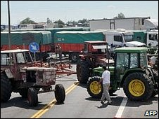 Tractors blocking the road near Gualeguaychu.