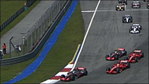 Fernando Alonso leads the 2007 Malaysian Grand Prix