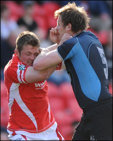 Scarlets back-row Dafydd Jones tussles with Glasgow's Ali Kellock