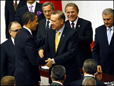 Barack Obama is greeted by Recep Tayyip Erdogan in the Turkish parliament (6 April 2009)