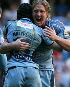 Andy Powell and Leigh Halfpenny celebrate