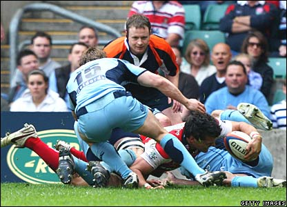 Mark Foster scores for Gloucester