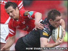 Ospreys wing Shane Williams takes on Scarlets full-back Daniel Evans