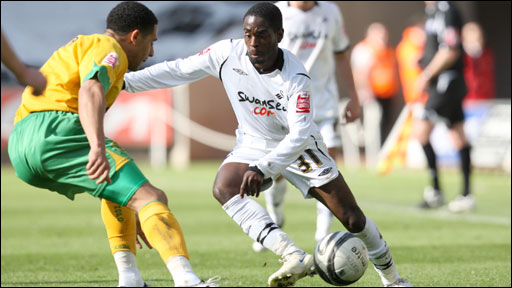 Nathan Dyer (right)